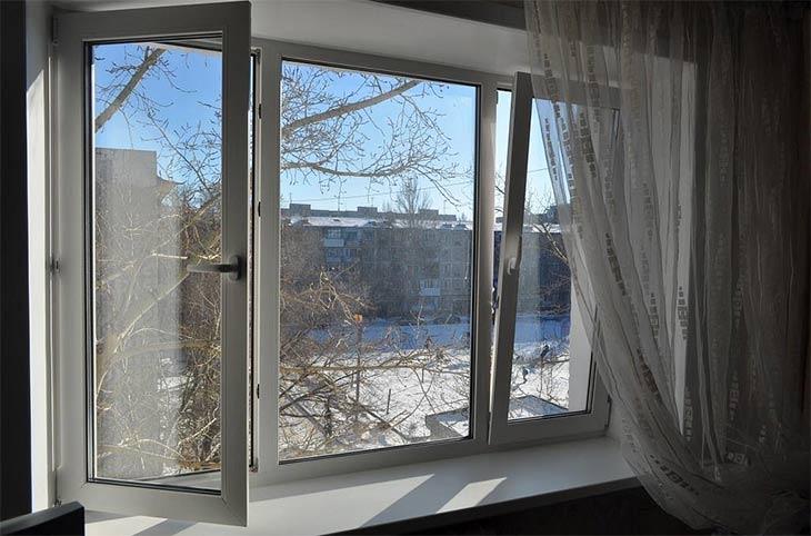 Эксперты Премии WinAwards Russia 2017 советуют, как просто предотвратить выпадение конденсата на окнах зимой